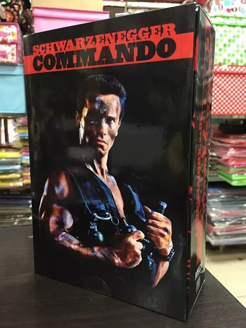 "NECA Commando 30th John Arnold Schwarzenegger Matriz PVC Action Figure Collectible Modelo Toy 7 ""18 cm KT1729"