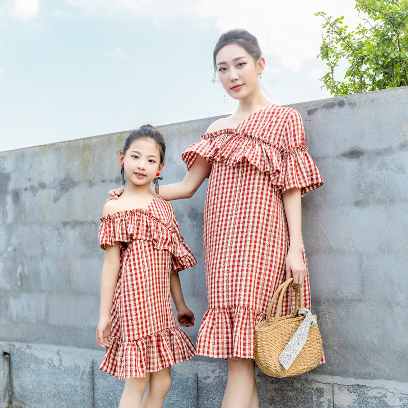 Summer Family Matching Clothes Red and White Plaid Mother Daughter Dresses Strapless Ruffled Mom Daughter Dresses Family LookSummer Family Matching Clothes Red and White Plaid Mother Daughter Dresses Strapless Ruffled Mom Daughter Dresses Family Look