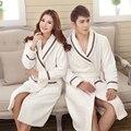 Pijama de flanela Unisex 2017 Novos Roupões de Banho Casal Inverno Grosso Flanela Robes Roupão De Banho De Algodão de Luxo de Alta Qualidade Mulheres 4 Cores