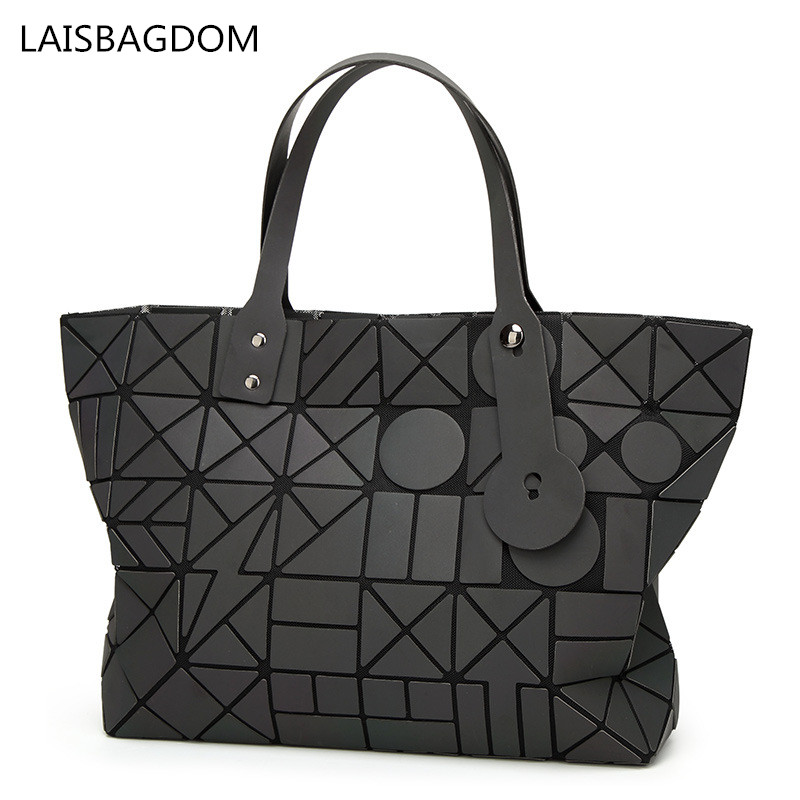 все цены на 2018 New Arrival Women Bag Geometric Bag Shoulder Handbag Frosted Luminous Bao Bao Diamond Lattice Noctilucent Bag Casual Tote
