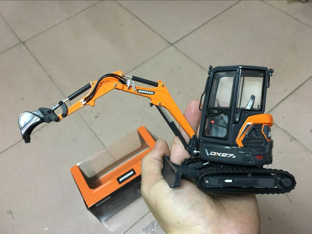 Rare!!! Doosan DX27Z Compact Excavator 1/25 Scale Die-Cast Model New In Boz