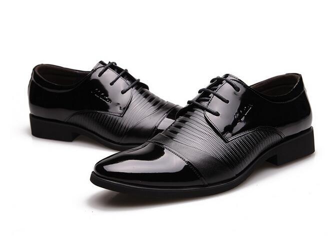 Nuovo arrivo maschio Brevetto moda In Pelle scarpe casual uomini di partito e la cerimonia nuziale di stile Britannico appartamenti traspirante per l'uomo-in Scarpe da cerimonia da Scarpe su  Gruppo 2