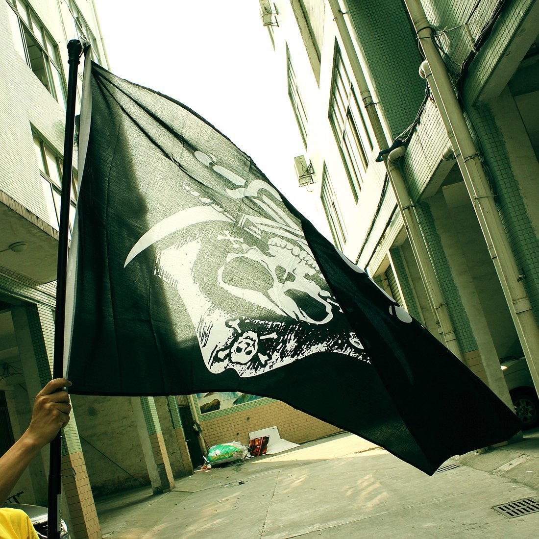 TFBC Drapeaux de pirate Crane tete skull sabre Jolly roger 150 x 90cm
