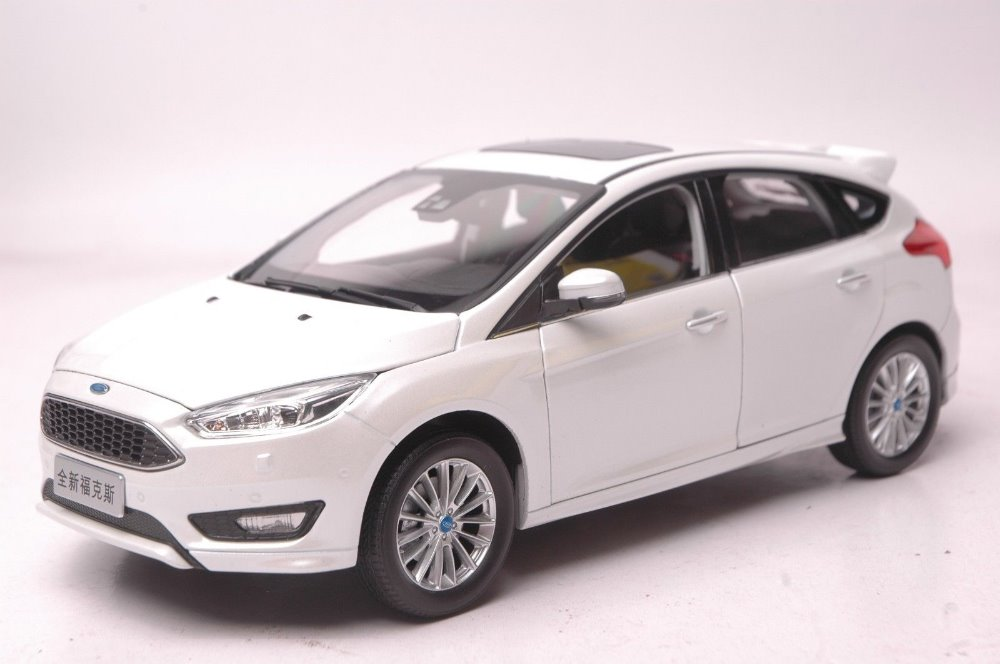 1:18 Scale Diecast Model Car for Ford Focus 2016 White Hatchback Alloy Toy Car Collection Gifts 1 18 ford focus sedan diecast car model for collection gifts hobby silver