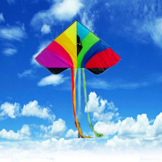 160 CM de Nylon de Colores Del Arco Iris Cometa 1.5 M Larga Línea de Cola Triangular Cometa Al Aire Libre Divertido Juguete para Niños