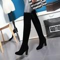 Nuevas Botas de Piel de Invierno de Las Mujeres Sobre la Rodilla Botas Altas Mujer larga de Alta Del Muslo Botas de Mujer Botas de Boda Rojo Negro Gris desnuda