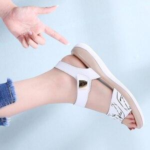 Image 5 - STQ 2020 여성 샌들 여름 정품 가죽 플랫 샌들 발목 스트랩 플랫 샌들 숙녀 흰색 엿봄 발가락 Flipflops 신발 1803