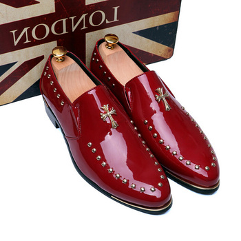 Nice New Personality Men Punk Style Patent Leather Rivets Slip-on Oxfords Shoes Fashion Pointed Toe Hair Stylist Shoes For Men
