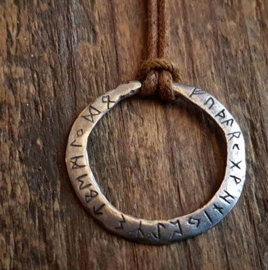 1 stücke dropshipping Rustikale pendelleuchte mit the Elder Futhark runes viking halskette liebhaber geschenk SanLan