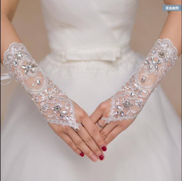Primavera verão 2016 mais barato 14.99 curto pulso comprimento frisada acessório do casamento frete grátis em estoque branco luvas de noiva noiva