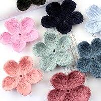 Großhandel 50 STÜCKE 50 MM Handgemachte Wollfilz Häkeln Blumen Blütenblatt Handwerk DIY Schmuck Zubehör Ornament Kleidungsstück Haar schmuck