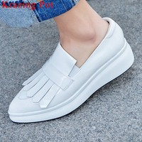 High Fashion Cow Patent Leather Pointed Toe Slip On White Loafers Flat Platofrm High Bottom Comfortable Vulcanized Shoes L67