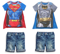 新しい2015男の子半袖スーパーマンtシャツ+デニムパンツ+マント3ピースセット子供カジュアルスーツ子供綿ファッションバットマン