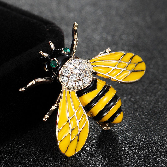 2018 New Year Yellow Bee Brooches For Men Cartoon Jewelry Fashion Women s  Statement Small Scarf pins 159138982b58