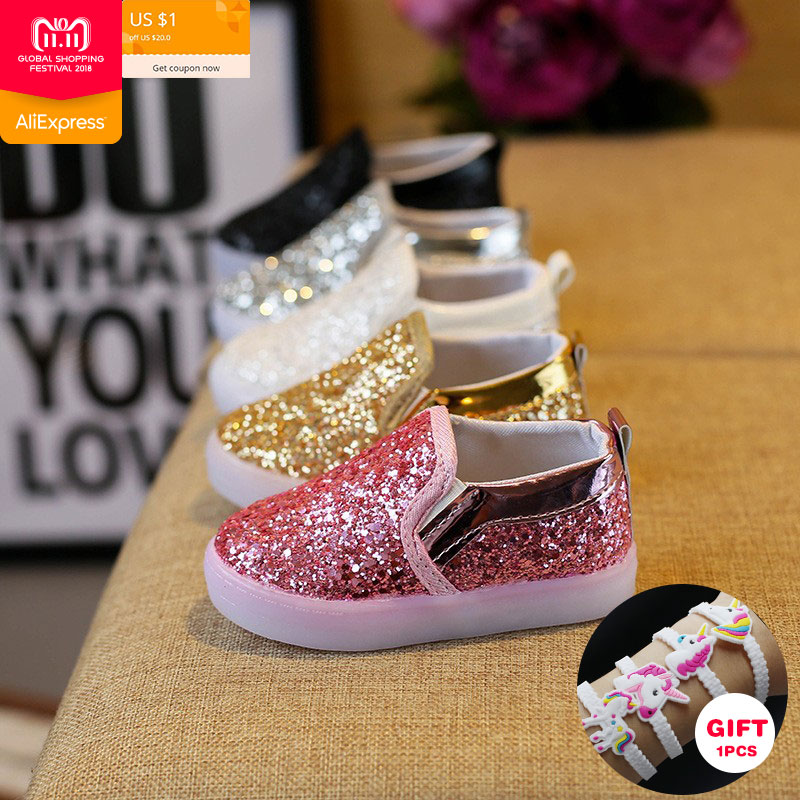 все цены на fashion girls white sneakers sequins girls flats shoes waterproof LED luminous girls sneakers casual non-slip Shining kids shoes онлайн