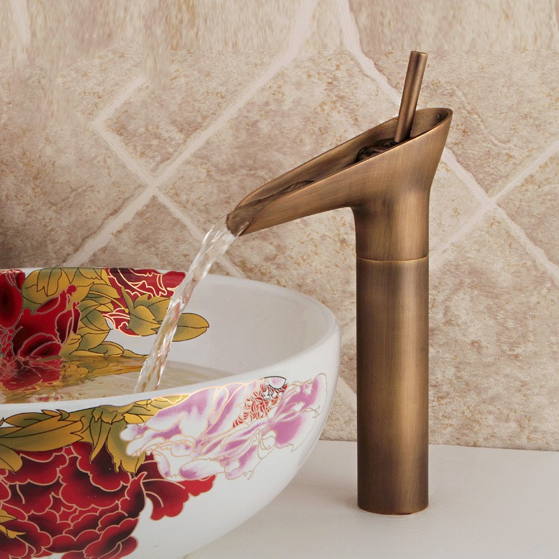 Robinet antique assorti de style rétro de style européen pour faire le robinet en cuivre pur JS-80007 pour la vieille table de tasse de vin en bronze