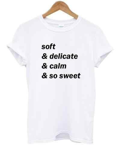 SOFT & DELICATE & CALM & TÃO DOCE Carta de Impressão Mulheres tshirt Ocasional Moderno algodão camisas Engraçadas de t Para Lady Top Tee B-337 do Navio Da Gota