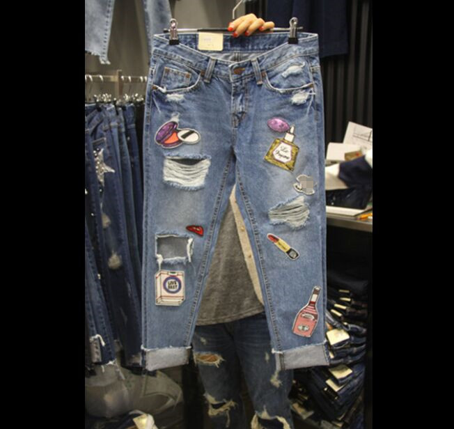 Plus Size Jeans Women 2018 Fashion Korean Personality Hole Sequins Large Harlem Jeans Students Nine-point Denim Pants Trousers