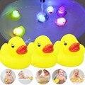 3 Cambia Color De Goma Patos Diversión Juguetes de Baño Niños Nuevo Bebé Pato LED Lámpara de Luz