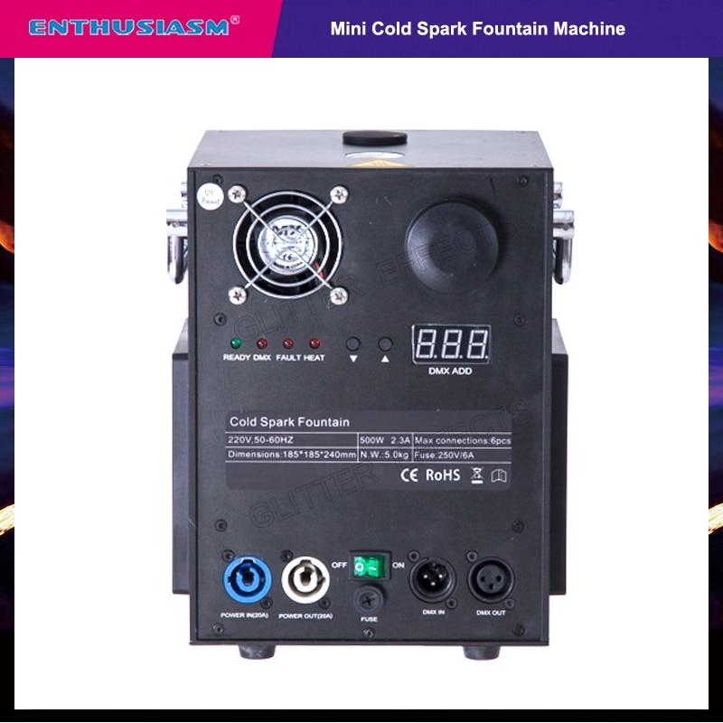 Machine d'étincelle froide de mini taille de télécommande sans fil pour la noce d'étape