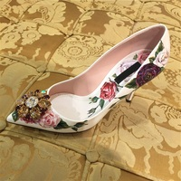 2018 Hot Autumn Shoes Women White Flower Printed Crystal Designer Thin Heel Women Pumps Shallow Pointed Toe Ethnic Pumps Mujer