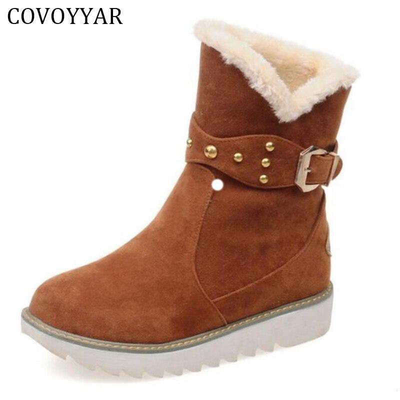 kotníkové boty s nízkým klínem - COVOYYAR 2020 Winter Rivet Women Snow Boots Warm Fur Low Wedge Lady Ankle Boots Flock Platform Women Shoes Big Size 34-43 WBS642