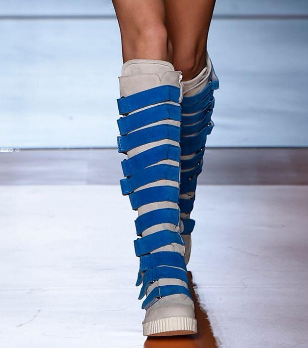 Цветные женские сапоги до колена с ремешком; модные высокие сапоги из микрофибры; сезон осень зима; короткие теплые плюшевые сапоги - 3