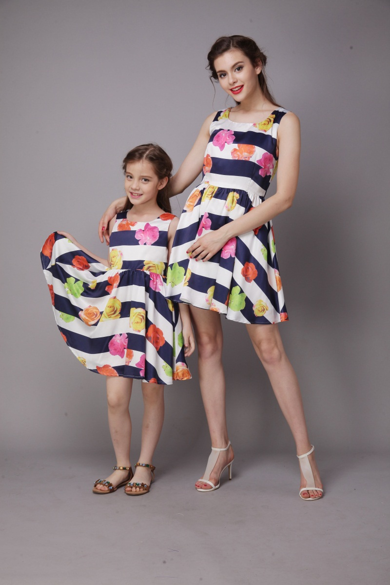 wholesale Summer family look women flower striped print infant girl casual dress mom daughter dress mother and baby beach dress contrast lace striped star print dress