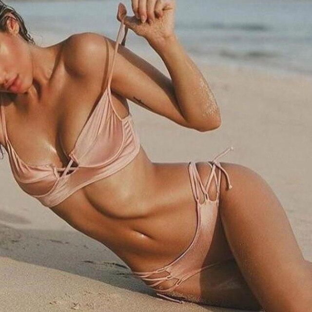 db384ccb4cc1 2017 Novo Biquíni Rosa Cintura Baixa Tanga Maiô Swimwear Mulheres Biquini  Hot Bandage Swimwear Beachwear Brasileiro