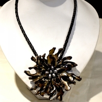 Fashion Mop jewelry Black Freshwater pearl handmade mother of shell flower necklace with woven leather
