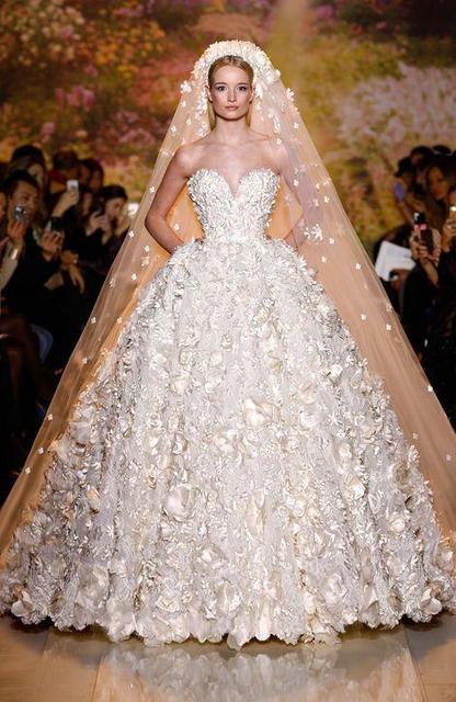 Платье свадебное с цветами