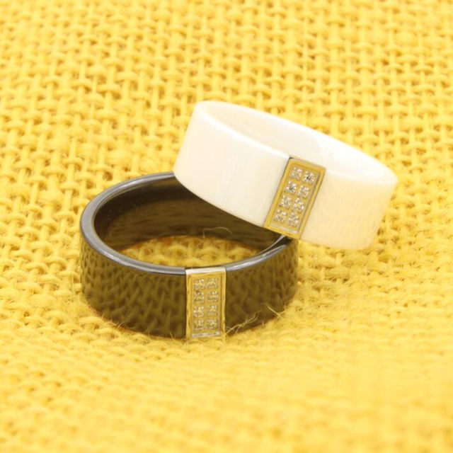 Online Shop Polished Black And White Ceramic Wedding Ring With