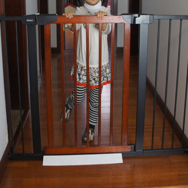 Buena calidad Puerta valla puerta de niño bebé barrera puerta de la escalera puerta de protección del animal doméstico 75-82 cm
