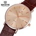 Vestido ultra delgado reloj de cuero skone hombres famosa marca de fábrica superior de lujo para hombre de oro reloj de cuarzo calendario relojes del reloj del relogio masculino