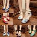 El más nuevo Estilo Antiguo Pekín Zapatos Chinos de Las Mujeres Talón Plano Con Bordado de La Flor Cómodos Zapatos de Lona Suave Más El Tamaño 41
