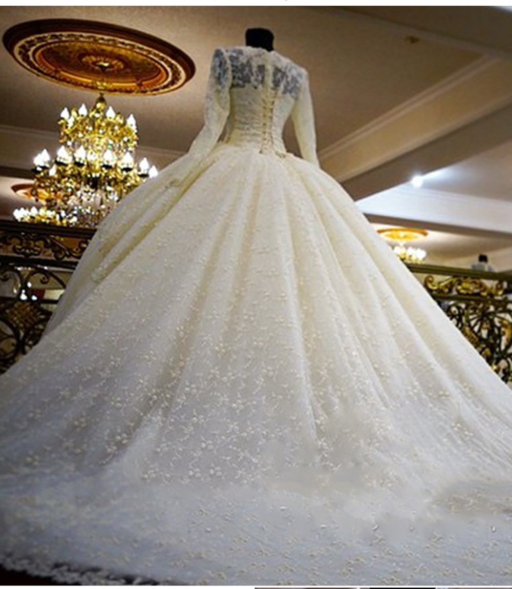 Big dresses wedding with long trains pictures