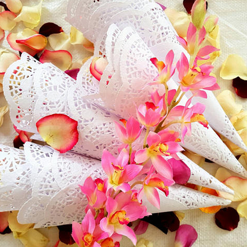 50pcs Wedding Party Confetti Cones Petal Candy Placing Wedding Favors Lace Paper Cones Ready To Use Marriage Decoration Supplies in Party DIY Decorations from Home Garden