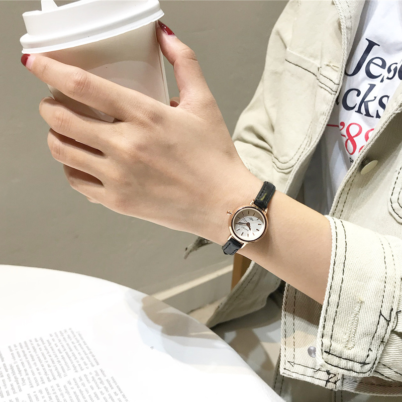 Small design vintage leather quartz female clock simple stylish women dress watches fashion woman wristwatches Relogio FemininoSmall design vintage leather quartz female clock simple stylish women dress watches fashion woman wristwatches Relogio Feminino