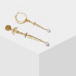 Image 1 - Amorita boutique Asymétrique lune épée perle boucles doreilles