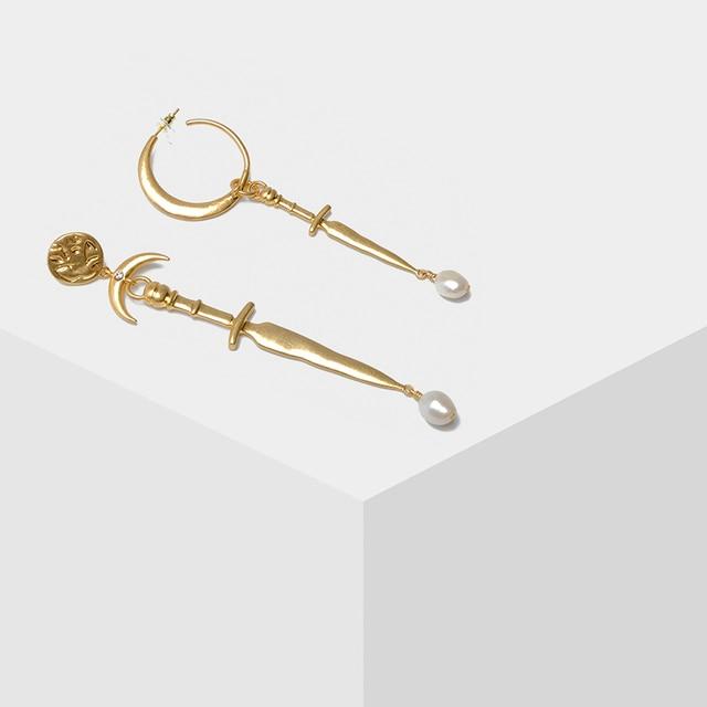 Amorita boutique Asymétrique lune épée perle boucles doreilles