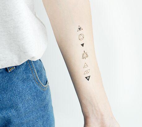 Us 360 De Originele Waterdichte Tattoo Stickers Een Stapel Van Kleine Driehoek Eenvoudige Zwart Wit In Tijdelijke Tatoeages Van Schoonheid Op