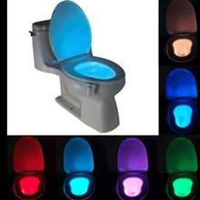 Inteligentny toaleta wc lampka nocna LED ruchu ciała włączanie/Off lampa z czujnikiem na muszlę 8 wielokolorowy lampa toaletowa hot