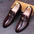 Estilo de la serpiente de Patentes Zapatos de Los Hombres de Los Holgazanes de Cuero Cruz Logotipo de Los Hombres Zapatos Casual Slip On