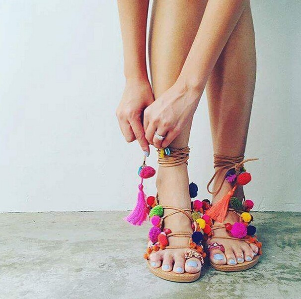 ФОТО 2016 Newest Fashion Ethnic Pom-Pom Flat Sandals Cross-strap Gladiator Sandals Mixed Color Vintage Summer Tassel Beach Shoes