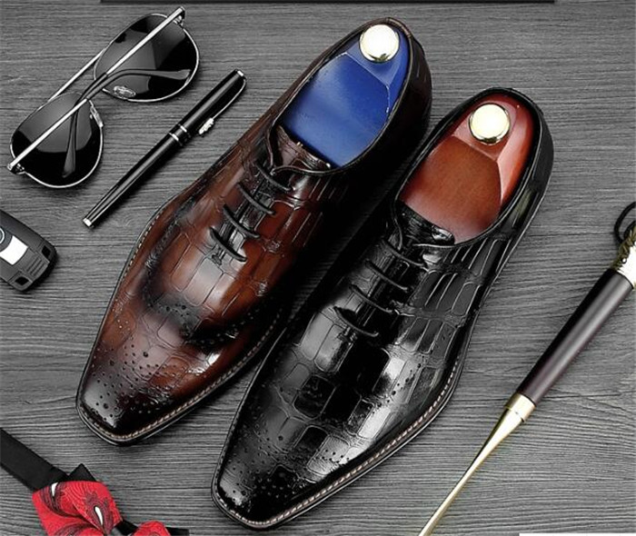 2018 spring new shoes men Europe and the United States Oxford shoes carved square toe lace-up wedding handmade embossed shoes2018 spring new shoes men Europe and the United States Oxford shoes carved square toe lace-up wedding handmade embossed shoes