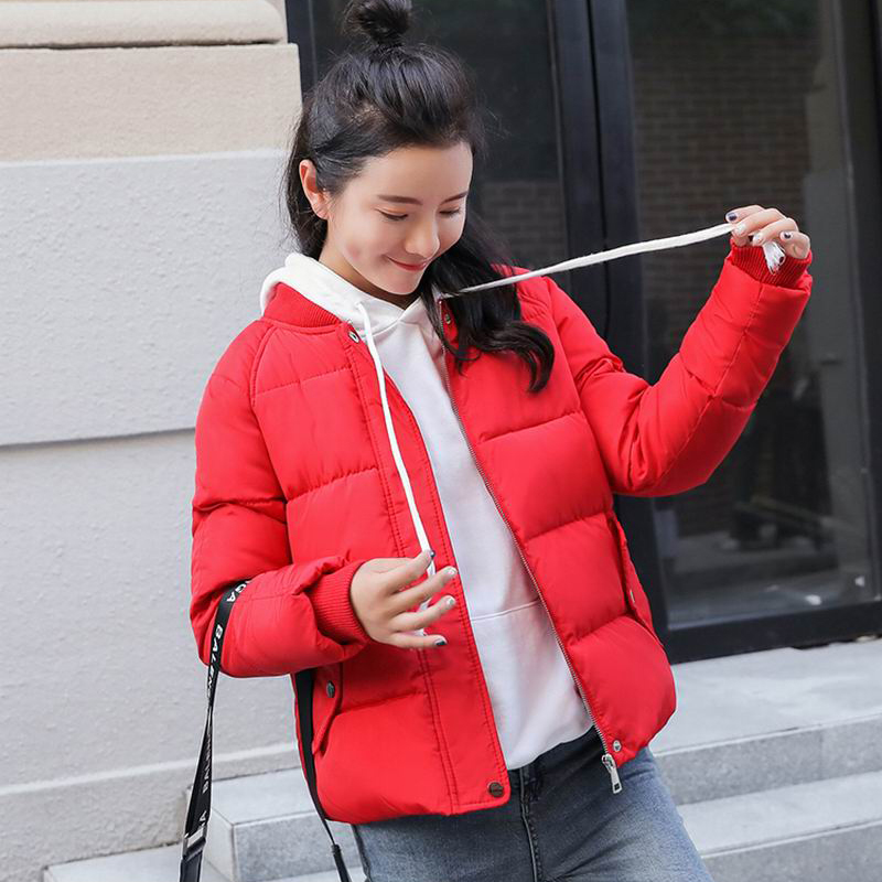 Veste d hiver Femmes 2018 Rouge Beige Noir Col montant Vers Le Bas Coton  Épais Vestes Courtes Pain Style Étudiant Manteau Femelle Parkas dans Parkas  de Mode ... 7da735a97b9