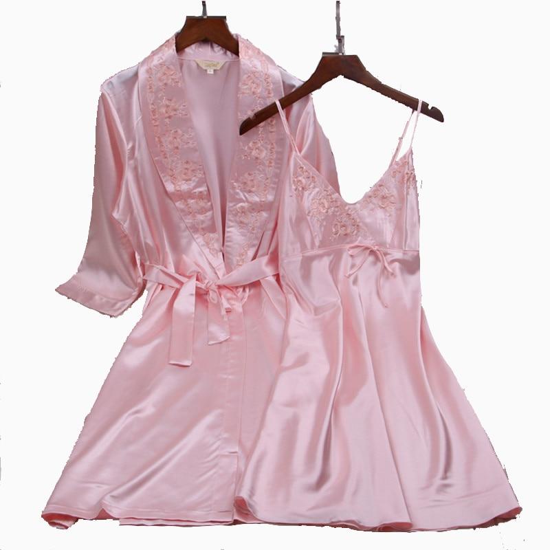 Damen-nachtwäsche DemüTigen 2018 Neue Rosa Rayon Twinset Robe Sets Stickerei Halben Hülse Spaghetti Negligés Lässige Nachtwäsche Sexy Frauen Nachthemd