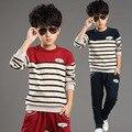 T-shirt + pant Juego de los deportes! 2015 Nuevos niños traje de Dos piezas Niños/Niñas de manga larga y Patrón de la raya de las bragas de los niños Traje