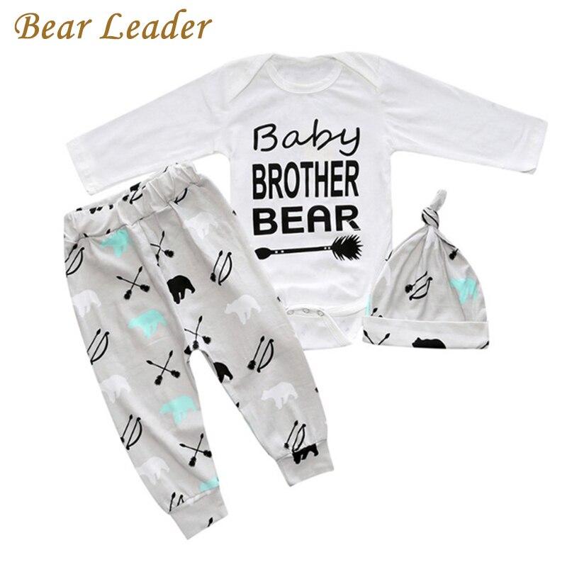 490f342292a6e5 Líder urso Conjuntos de Roupas de Bebê Novo Estilo 3 Letra Imprime Macacão  + Chapéu + Calças 3 peças Para Meninos primavera Ternos de Roupas ...