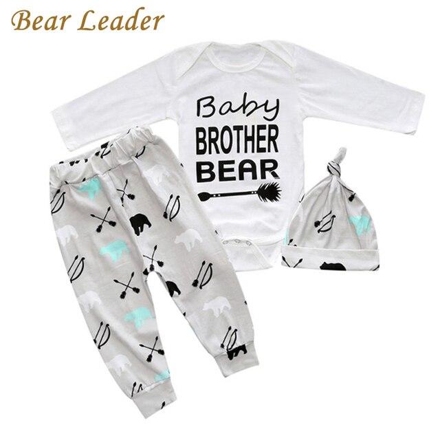 9b033d087 Oso líder nuevo estilo 3 conjuntos de ropa de bebé carta huellas mamelucos  + sombrero +